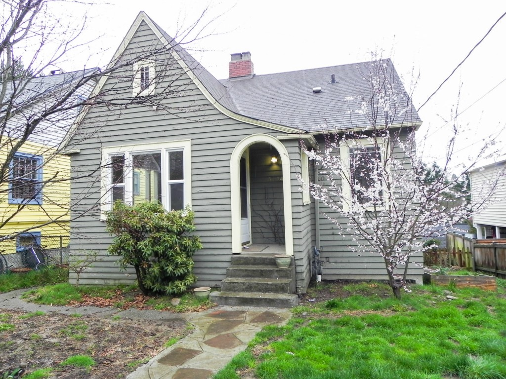 Rental Homes for Rent, ListingId:31883611, location: 5214 38th Ave NE Seattle 98105