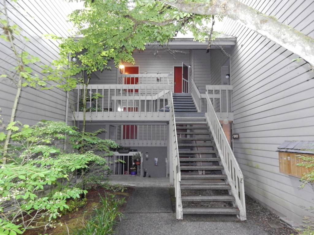 Rental Homes for Rent, ListingId:33359058, location: 11909 93rd Lane NE #202 Kirkland 98034