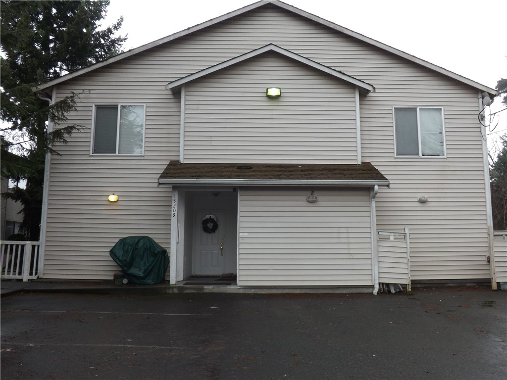 Rental Homes for Rent, ListingId:36678524, location: 13209 12th Ave SW #1 Burien 98146