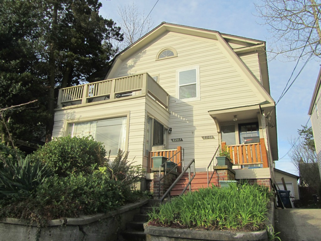 Rental Homes for Rent, ListingId:32366470, location: 6207 Phinney Ave N #B Seattle 98103