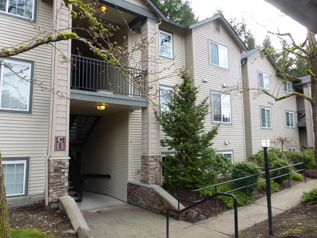 Rental Homes for Rent, ListingId:31918016, location: 25025 SE Klahanie Blvd #C202 Issaquah 98029
