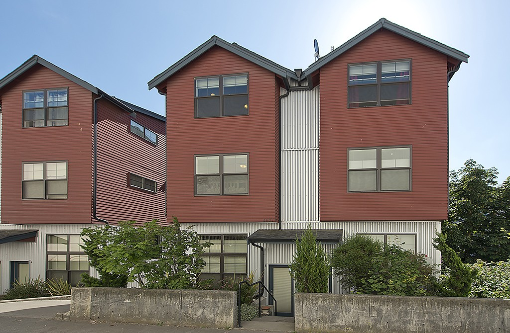 Rental Homes for Rent, ListingId:35461006, location: 3607 Interlake Ave N #B Seattle 98103