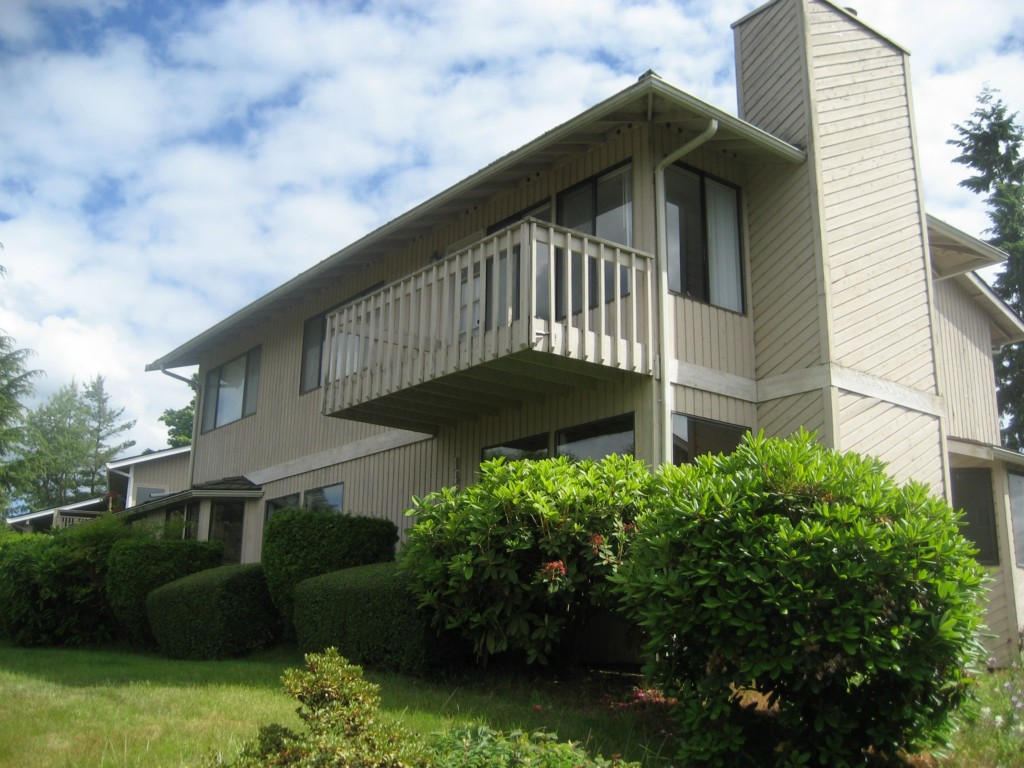 Rental Homes for Rent, ListingId:28765646, location: 14215 SE 44th St Bellevue 98006