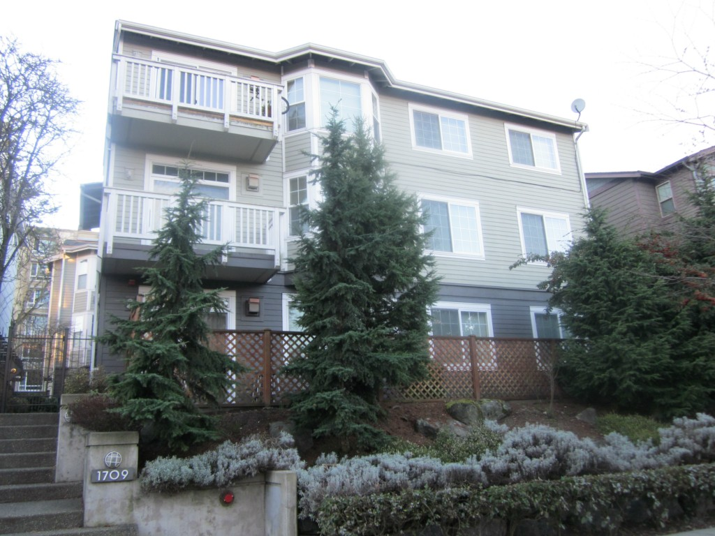 Rental Homes for Rent, ListingId:31098228, location: 1709 18th Ave #101 Seattle 98102