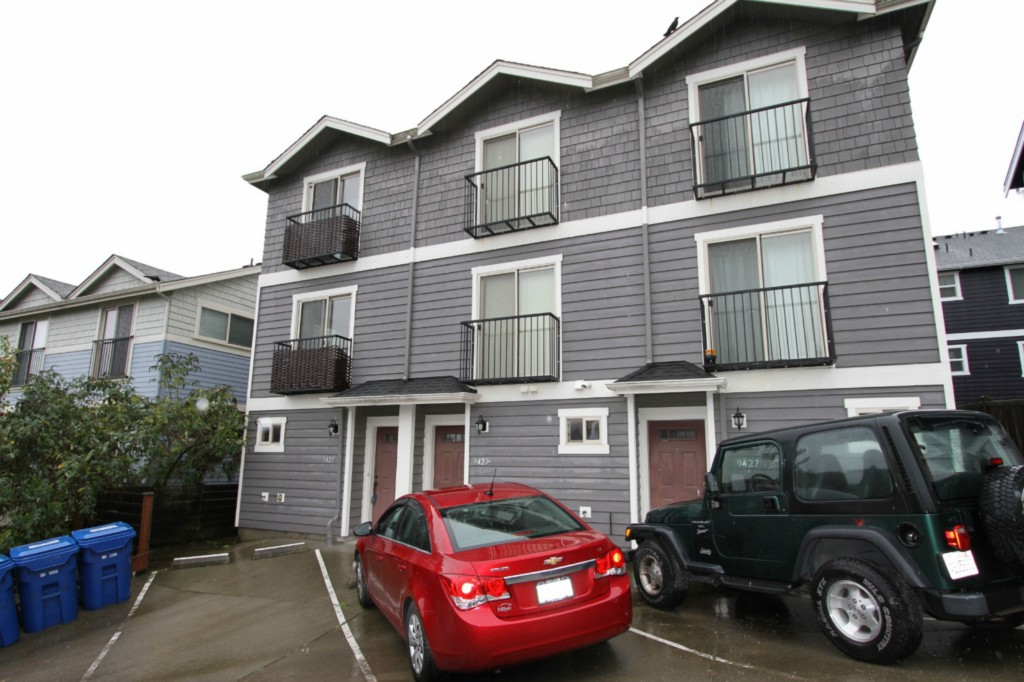 Rental Homes for Rent, ListingId:30179324, location: 9427 35th Ave SW #A Seattle 98126