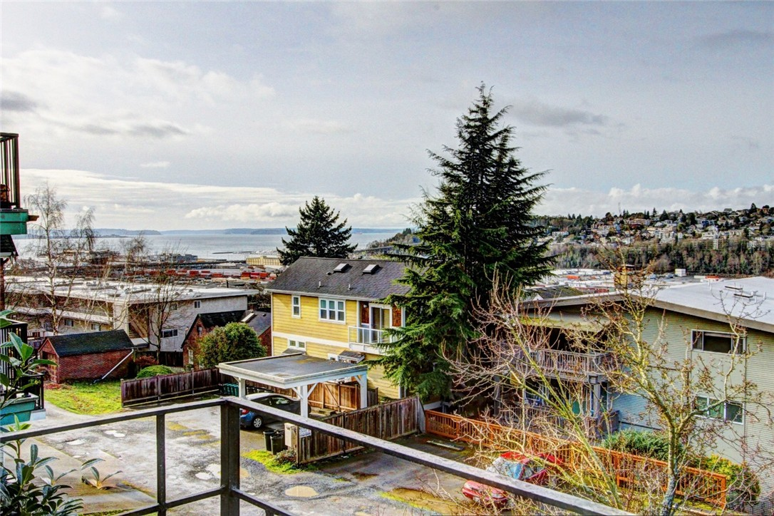 Rental Homes for Rent, ListingId:36946291, location: 2551 13th Ave W #1/2 Seattle 98119