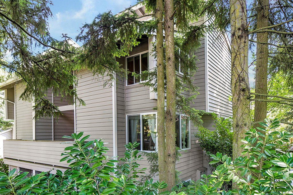 Rental Homes for Rent, ListingId:29222378, location: 3005 127th Place SE #B-21 Bellevue 98005