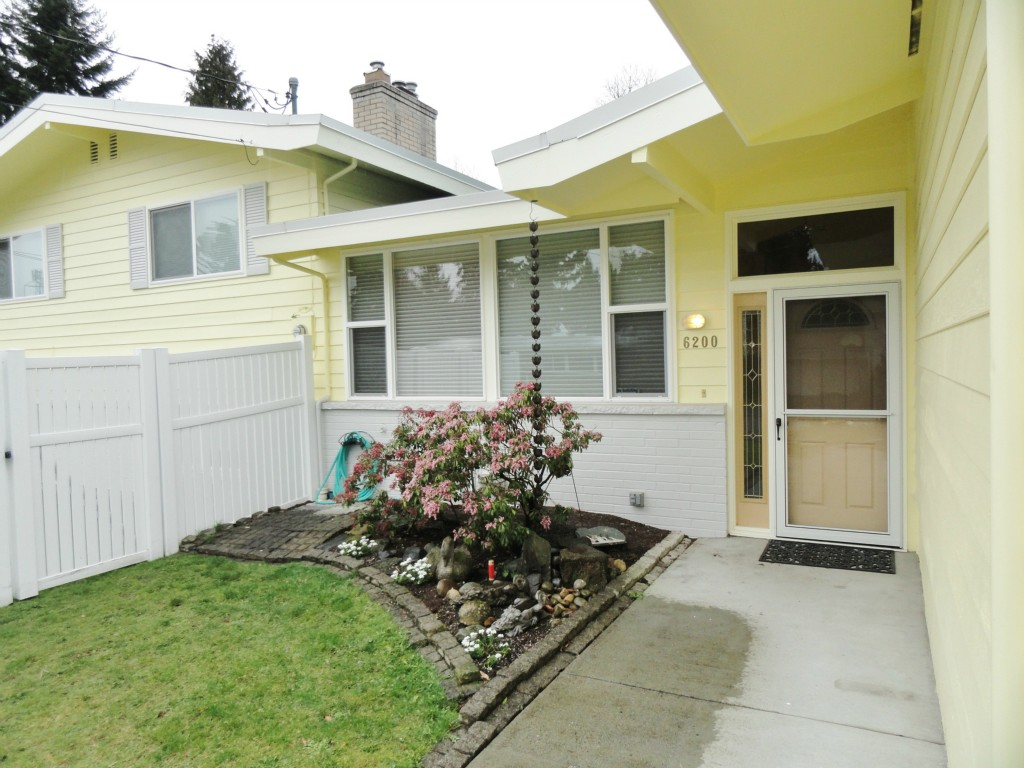 Rental Homes for Rent, ListingId:27177921, location: 6200 125th Ave SE Bellevue 98006