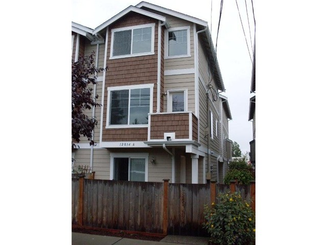 Rental Homes for Rent, ListingId:30817871, location: 12034 28th Ave NE #A Seattle 98125