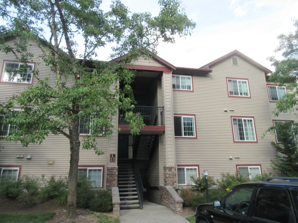 Rental Homes for Rent, ListingId:34421455, location: 25025 SE Klahanie Blvd #L-205 Issaquah 98029