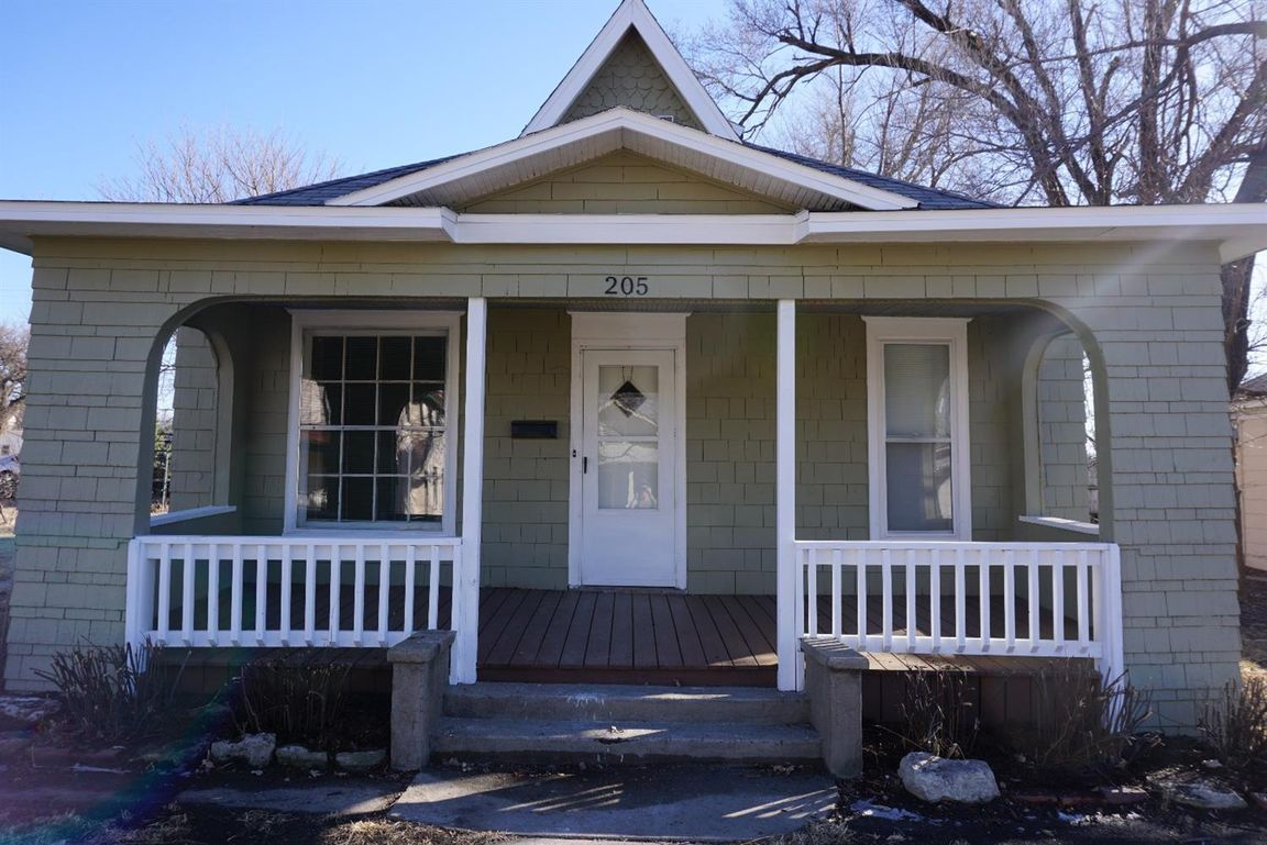 205 WEST WALNUT Herington KS 67449 id-689743 homes for sale